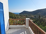 Uitzicht vanaf ons balkon op Andros op de Fellos baai, Griekenland