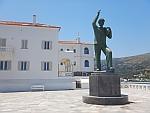 Monument voor de onbekende zeeman in Andros stad, Griekenland