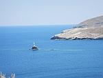 De vuurtoren voor de kust van Andros stad, Griekenland