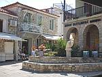Het centrale pleintje in Afytos, Griekenland