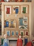 Er zijn genoeg kleurrijke souvenirs te koop in Afytos, Griekenland