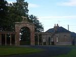 Ingang van een landgoed bij Ladykirk, Schotland
