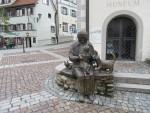 Bronzen beeld van vrouw met katten, Wangen, Duitsland